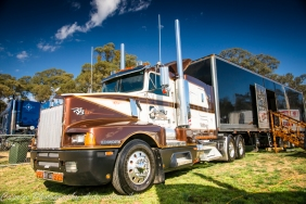t600, klos custom trucks, klos trucking company