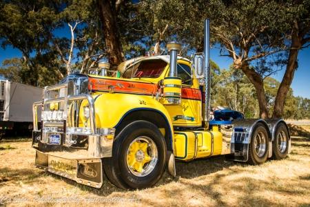 b model mack, vintage trucks,