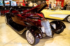 The 2017 Riddler award winning Renaissance Roadster is completely hand formed with its alloy body, hand formed chassis supporting an alloy 427 Chey and is loosely based on a 1933 Roadster. Steves Auto Restorations took 3 ½ years to complete.